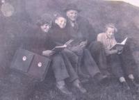 Daniela Švandová s otcem a sourozenci