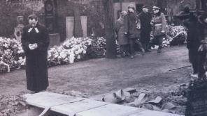 Jakub S. Trojan na Olšanských hřbitovech 25. 1. 1969 na rakví Jana Palacha