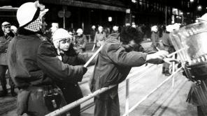 Zatýkání ve Vodičkově ulici během Palachova týdne 19. ledna 1989