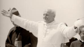 Jan Pavel II. v Gnieznu, kde zmínil český vliv na pokřesťanštění Polska.