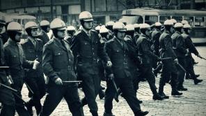 Veřejná bezpečnost rozhání demostraci v centru Prahy 21. srpna 1969. Foto Jiří Všetečka