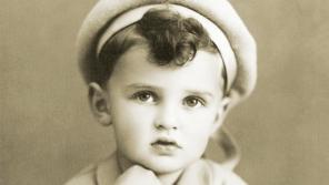 Pavel Jelínek dvouletý v roce 1937. Rok poté musel s rodiči opustit rodný Liberec. Foto: Paměť národa