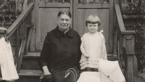 Autorka textu Hana Truncová se svou babičkou v roce 1927 nebo 1928.