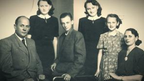Rodina Sochorcova v roce 1947. Po údajné sebevražbě otce byli pozůstalí členové perzekuováni. Zdroj: Paměť národa