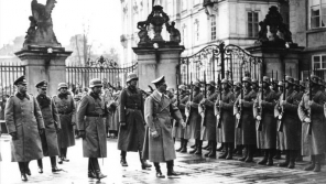Adolf Hitler na Pražském hradě 15. března 1939. Foto: Bundesarchiv Bild/Wikimedia Commons
