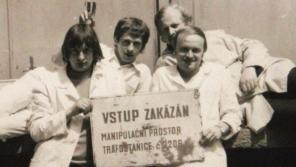 Během studií VŠCHT, 80. léta. Pamětník druhý zprava. Zdroj: Archiv pamětníka