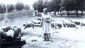 Doris v Terezíně v roce 1942.