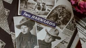 Kovbojský pár Two Harwards vystupoval po varieté v mnoha evropských městech. Foto: archív Sigmunda Hladíka, koláž: Tereza Kohutová