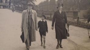 Ivo Klempíř s rodiči cestou do pražské ZOO, cca 1940