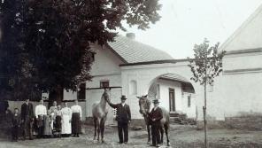 Předci Josefa Jehlíka v Úboči na Domažlicku v roce 1906.