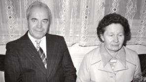 První předseda JZD Zvěstov Josef Macek s manželkou na svatbě svého syna. Foto: Petr Macek