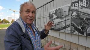 Manfred Matthies u pozůstatků Berlínské zdi