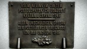 Pamětní deska na postoloprtském hřbitově připomínající oběti poválečných masakrů byla odhalena v roce 2010.