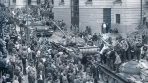 Průjezd sovětských vojáků Libercem 21. 8. 1968.