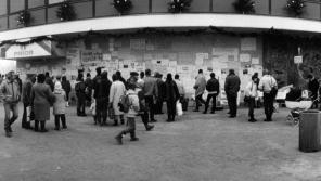 V Přerově se lidé scházeli u kina Hvězda.