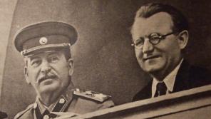 Sovětský diktátor Josif Vissarionovič Stalin a prezident Klement Gottwald, který vykonával Stalinovu vůli v Československu.