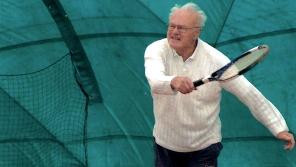 Vladimír Beneš hrající tenis. zdroj: archiv pamětníka.