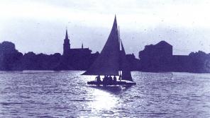 Vorvaň na vodě v roce 1946.