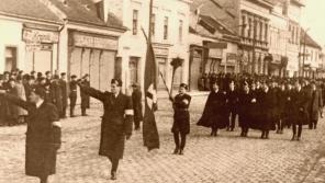 Pochod Hlinkovy gardy v Topoľčanech v době Slovenského štátu. Zdroj: Tribečské múzeum v Topoľčanoch