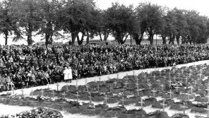 Národního pohřbu se 16. září 1945 účastnili bývalí vězni, pozůstalí, představitelé politického a veřejného života poválečného Československa. Foto: Karel Šanda
