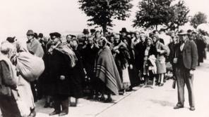 Zástup vyhnaných brněnských Němců