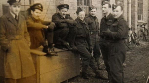 1945, Tomáš Lom - Loewenstein třetí zprava