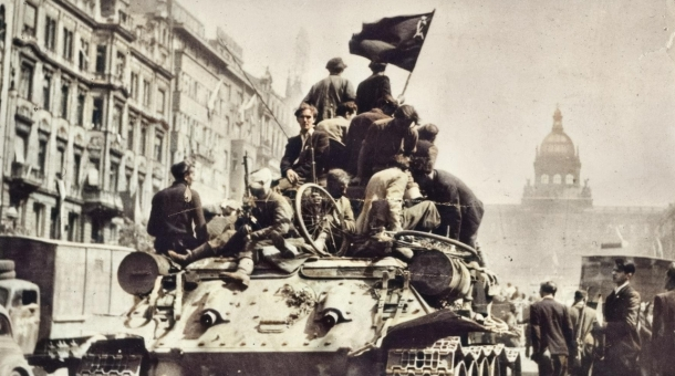 Sovětský tank na Václavském náměstí. Foto: Foto: Paměť národa/Václav Jiterský