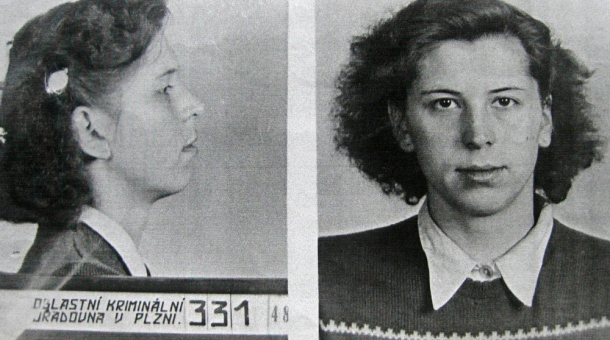 Karla Charvátová na fotografii z vyšetřovacího spisu.