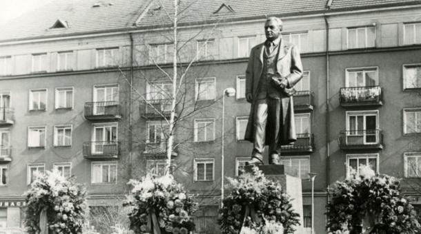 Socha Klementa Gottwalda v Příbrami po odhalení v roce 1976. Foto: Příbramsko.eu
