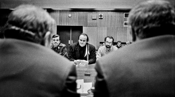 Michael Kocáb v čele parlamentní komise pro dohled na odsun sovětských vojsk z Československa, jejíž vznik inicioval. Foto: Dana Kyndrová