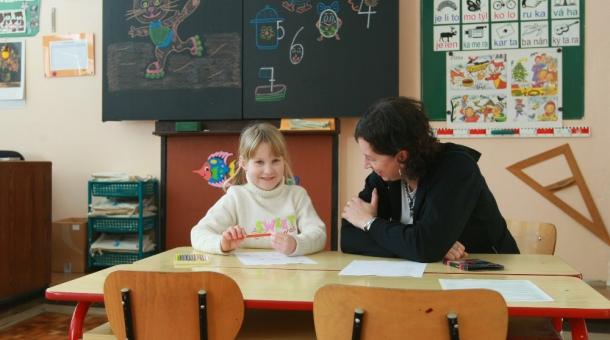 Ilustrační foto: šestiletá holčička u zápisu do první třídy. Foto: Markéta Reszczyńská