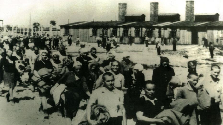 Fotografie z Osvětimského alba, na které jsou Ilsa a Margit