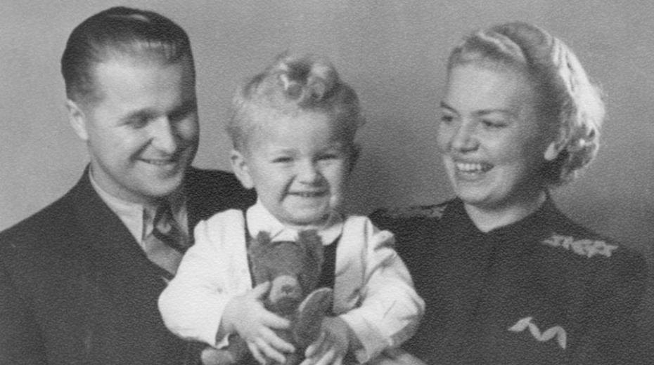 osef P. Skála s rodiči - matkou Marií a otem Josefem, Praha 1942