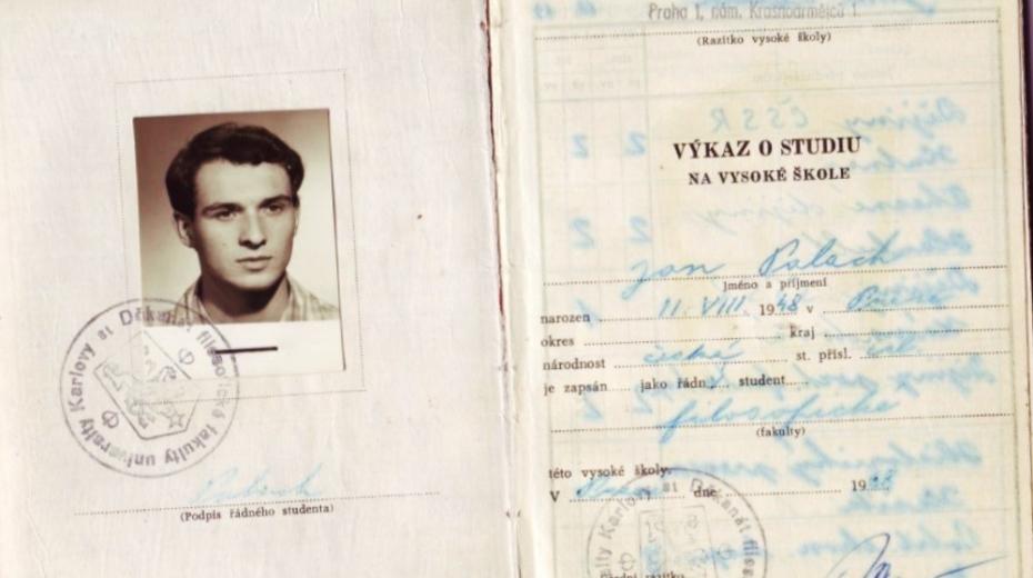 Studentský průkaz Jana Palacha.
