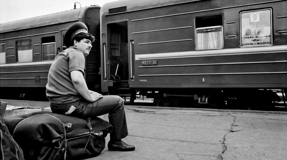 Milovice 1991. Mezi Moskvou a Milovicemi byl během pobytu sovětských vojsk zaveden přímý vlakový spoj. Foto: Dana Kyndrová