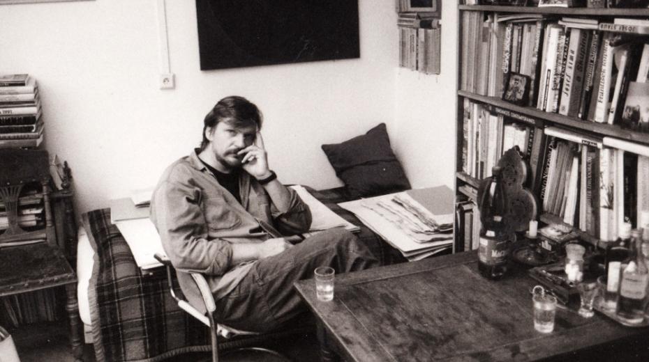 Tomáš Císařovský v ateliéru v 90. letech. Foto: Paměť národa