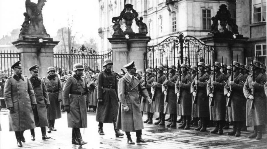 Adolf Hitler na Pražském hradě 15. března 1939. Foto: Bundesarchiv Bild/Wikimedia Commons CC-BY-SA-4.0