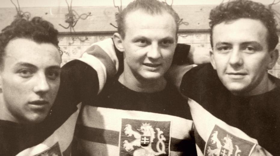 Augustin Bubník v národním dresu (vpravo).