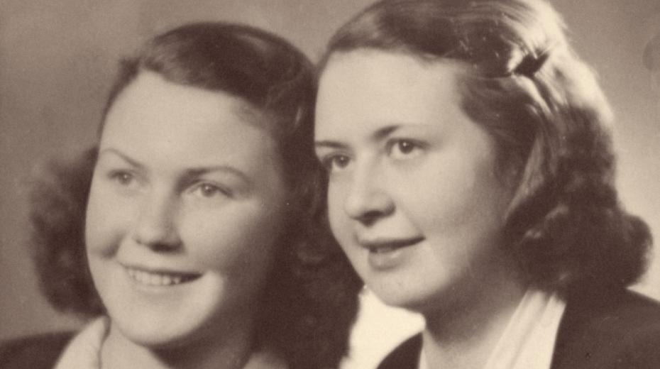 Eva (vlevo) se sestrou Hanou po válce, během níž strávily přes tři roky v koncentračních táborech.
