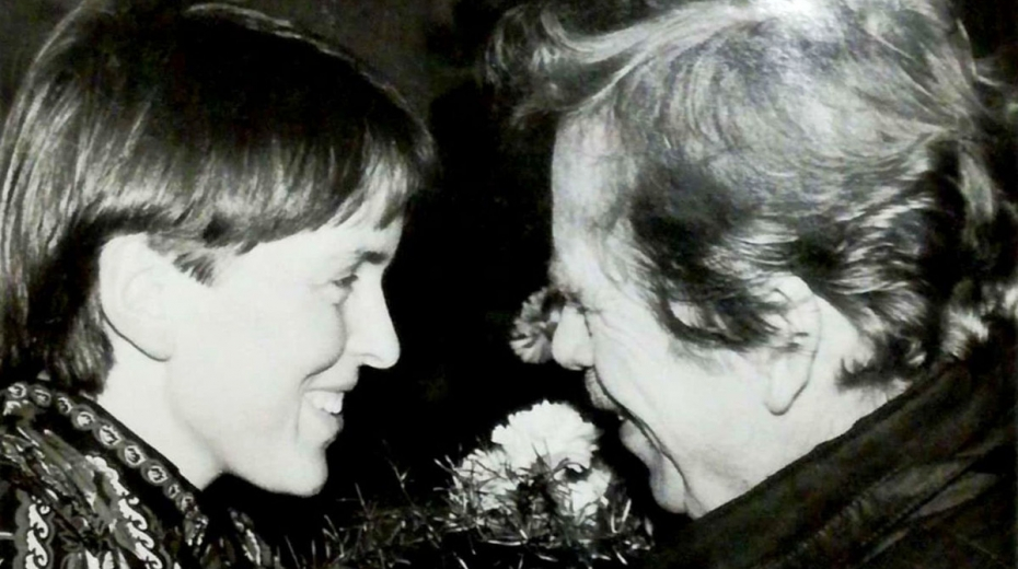 Setkání disidentů – Hana Jüptnerová uvítala prezidenta Václava Havla na jeho oficiální návštěvě Trutnova 27. ledna 1990.