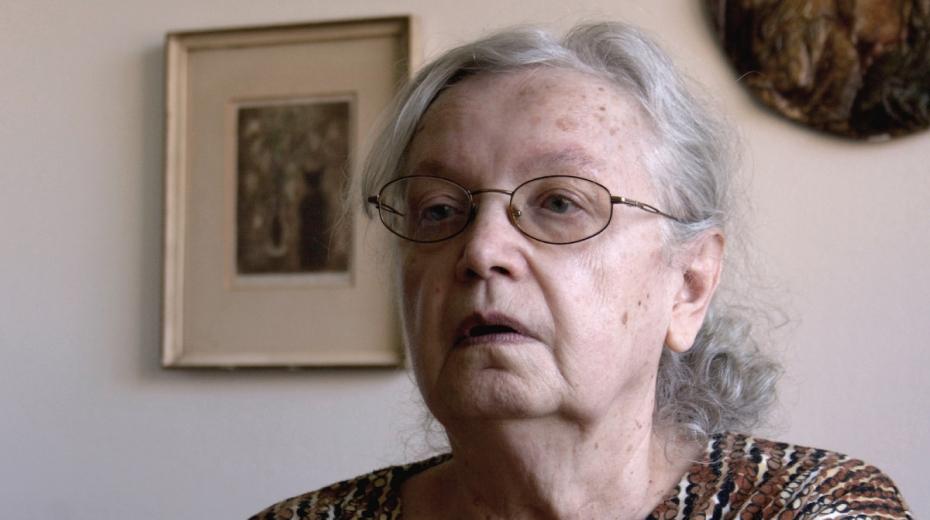 Květoslava Neradová ve svém bytě při  natáčení v roce 2011.