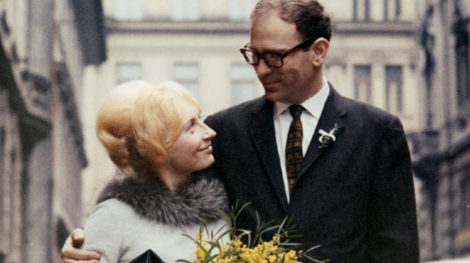 Novomanželé Deitchovi v roce 1964.