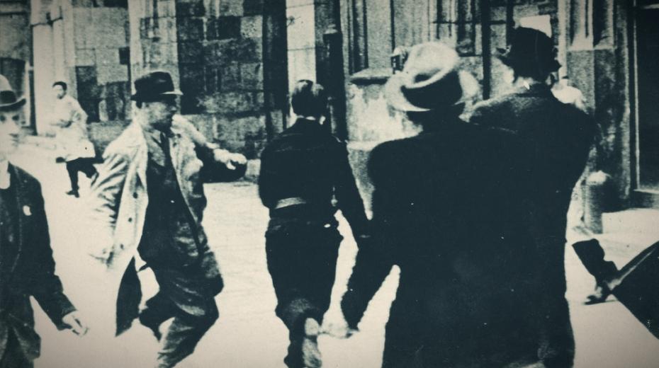 Boj o Staroměstskou radnici trval tři dny. Foto: Paměť národa/Václav Jiterský