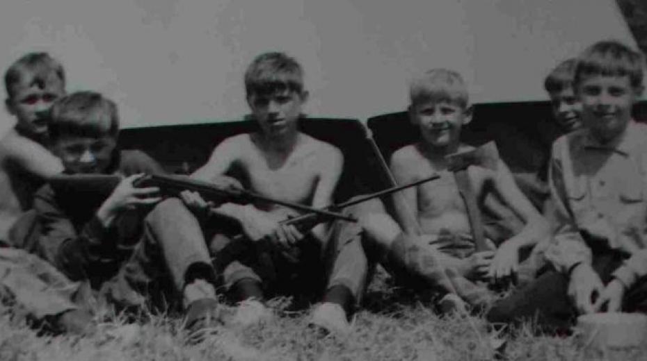 Skauti z oddílu v Háji ve Slezsku na letním táboře v roce 1968