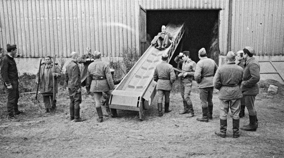 Sovětští vojáci na Státní statku v Rýžovišti.
