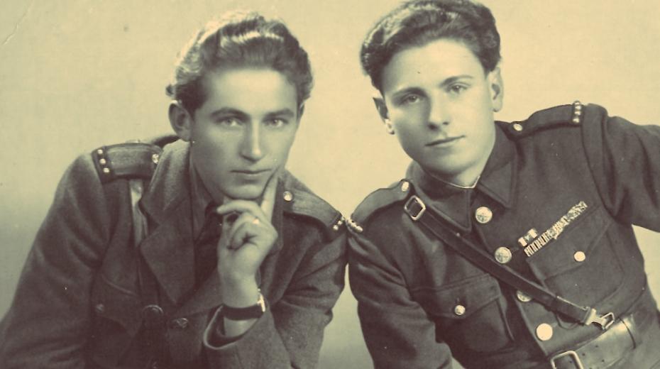 Vasil Timkovič (vlevo) s bojovým druhem. Foto: Paměť národa