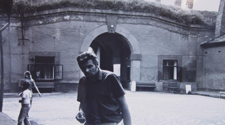 Jaroslav Vomočil na prohlídce Terezína v roce 1981. Foto: Paměť nárda