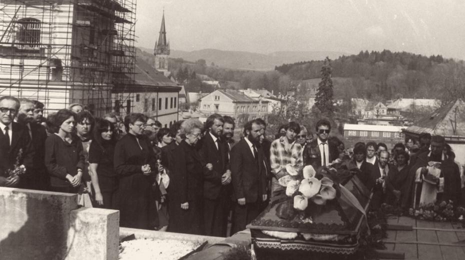 Na pohřeb Pavla Wonky ve Vrchlabí přijelo 2000 lidí, včetně zástupců několika ambasád
