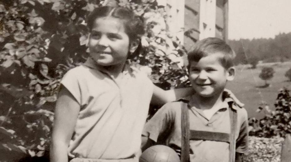Sourozenci Ludmila a Radslav Švédovi v roce 1956.