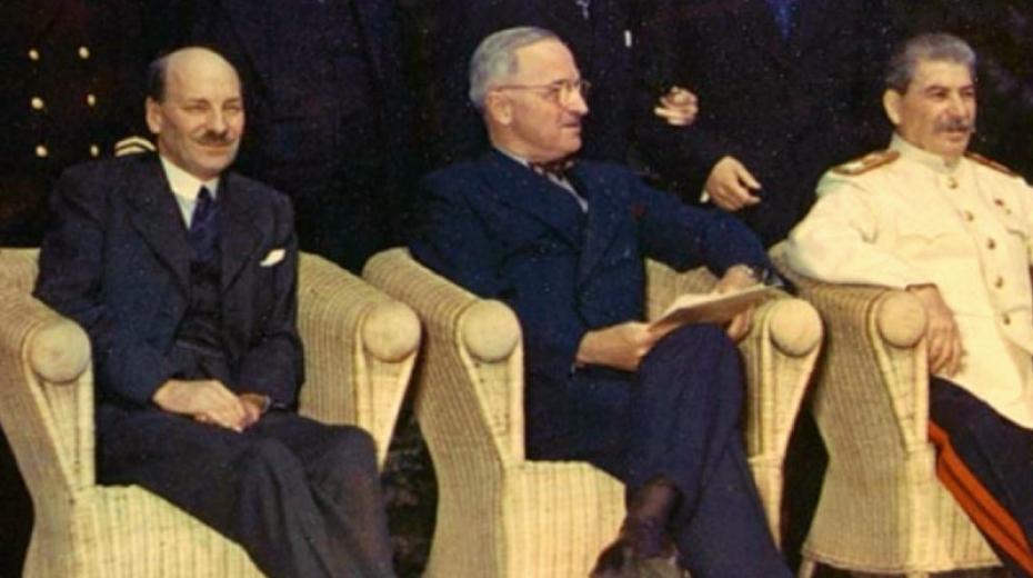 Představitelé Velké trojky v závěru konference: zleva nový britský premiér Clement Attlee, americký prezident Harry S. Truman a sovětský vůdce J. V. Stalin. Foto: Wikimedia Commons
